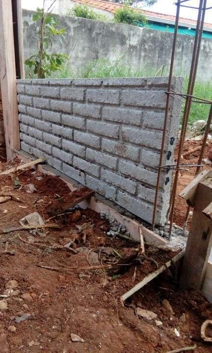 Instalación de muralla con bloques de hormigón pre moldeado - 2
