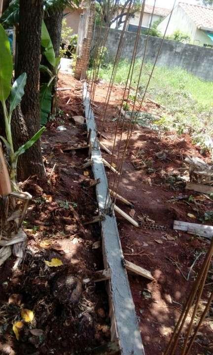 Instalación de muralla con bloques de hormigón pre moldeado - 1