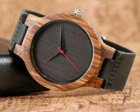 Reloj de madera y cuero genuino