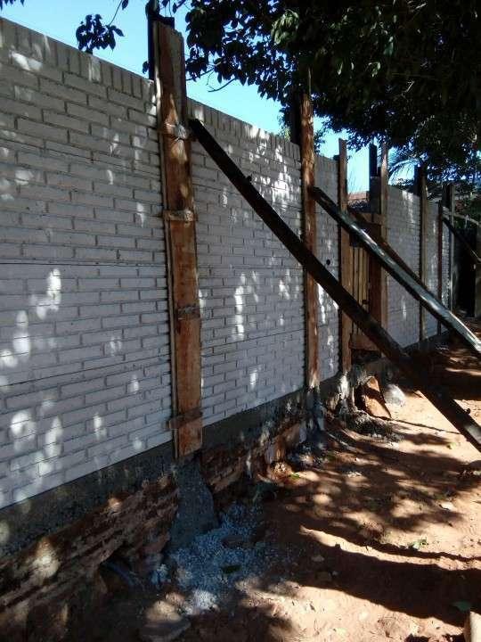 Instalación de muralla con bloques de hormigón pre moldeado - 6
