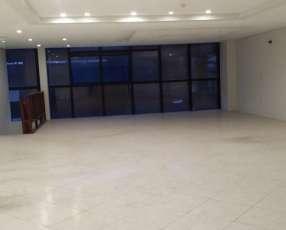 Alquilo amplio salon comercial en el centro de Asunción!