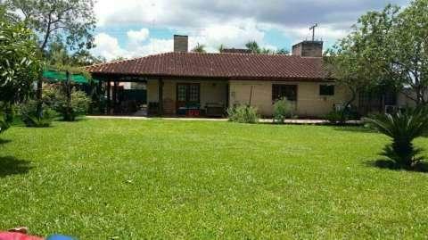 Casa en el barrio Las Palmeras Luque
