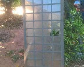 Puertas de metal con vidrios