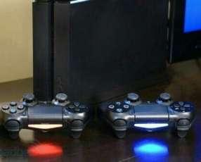 Playstation 4 con dos controles