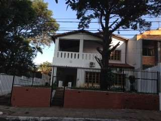 Mansion en barrio residencial