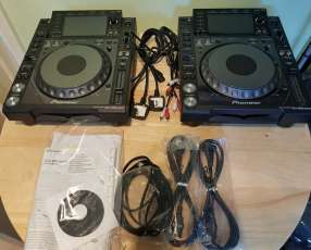 Pioneer CDJ-2000 Professional CD / MP3 Turntable with Softwa