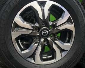 Llantas con cubiertas de Mazda BT-50Nuevo sin uso