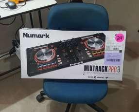 Consola numark mixtrack pro 3