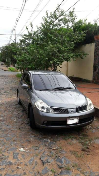 Nissan tiida hatchback 2006 version especial