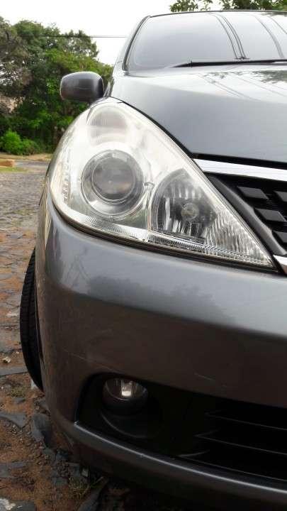 Nissan tiida hatchback 2006 version especial - 1