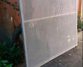 Puerta de acero perforado