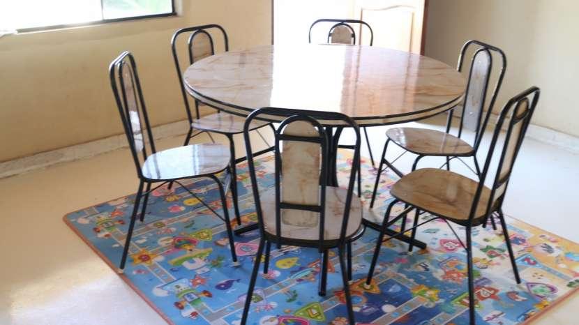 Mesa redonda con 6 sillas consultora educativa for Mesa redonda para 6 sillas