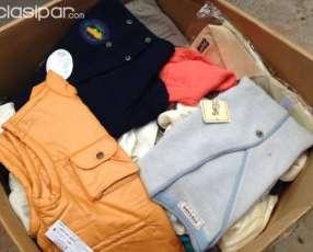Caja con ropas nuevas y usadas