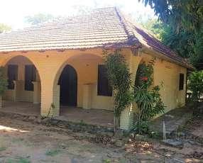 Casa quinta con arroyo en caacupé