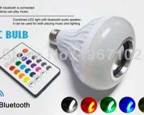 Foco LED RGB con altavoz bluetooth y control