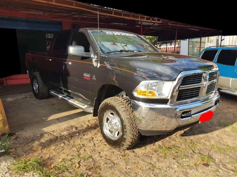 Dodge Ram Heavy Duty doble cabina 2012 motor Cummins V8 6700 diésel 4x4