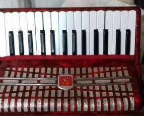 Acordeón y teclado a reparar