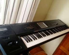 Teclado Korg Triton Extreme 76 Music Synthesizer Keyboard Workstatio