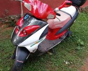 Scooter Kenton VX150 2012