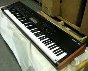 Teclado Korg Kronos 2 88-Key Music Workstation Keyboard