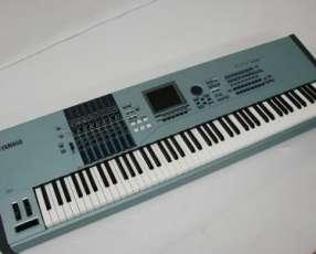 Teclado Yamaha Motif XS8 88-Key Keyboard