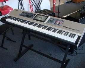 Teclado Roland Fantom-G8 88-key Sampling Synth Workstation