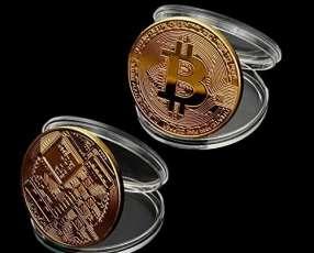 Monedas bitcoin oro plata y bronce
