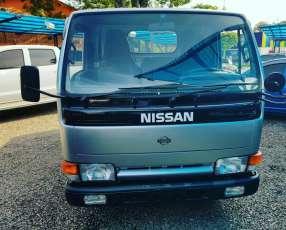 Nissan Atlas 1997 rueda trasera sencilla sin uso en Paraguay
