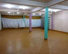 Salón en zona mercado 4