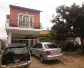 Casa en Asunción, en el límite con lambaré.