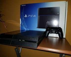 PlayStation 4 con tres juegos en caja