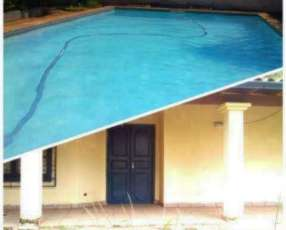 Casa con piscina en Ñemby zona Pa´i Ñu