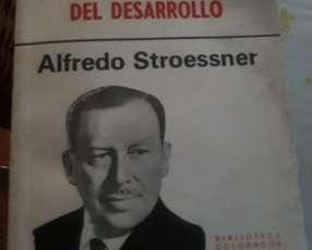 Libros antiguos sobre el mandato de Alfredo Stroessner