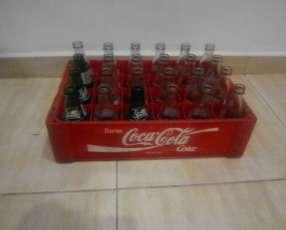 Botellitas de Coca 200 ml. con su caja