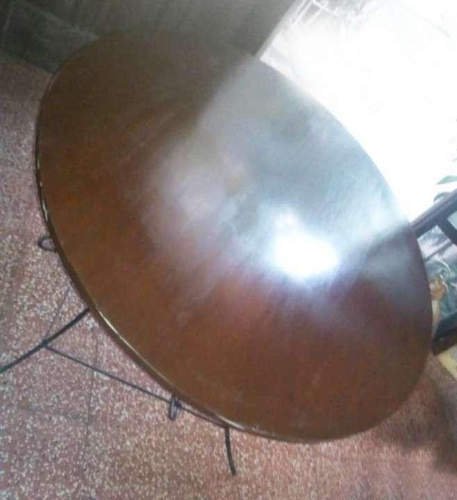Mesa redonda con base de hierro - 0