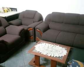 Sofa de 3 piezas con mesita.