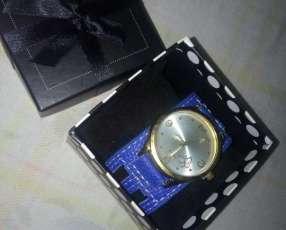 Reloj azul para dama