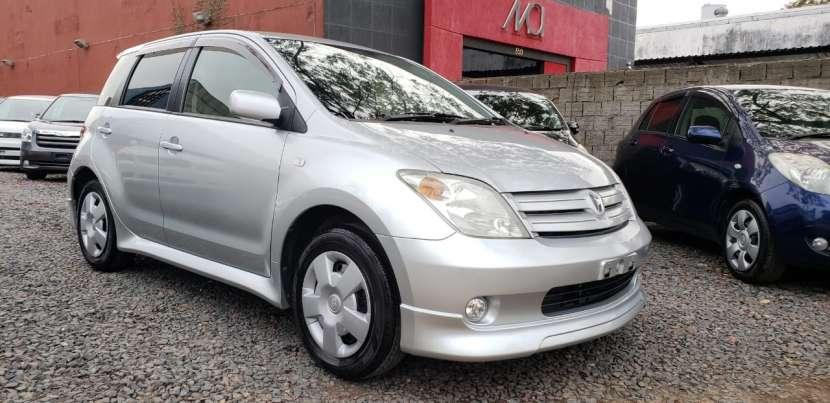 Toyota ist 2002 plata automático