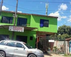 Casa sobre avenida Laguna Grande