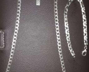 Cadena con medalla y pulsera de plata