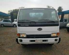 Camión Nissan UD 2006 para 8000 kilos financiado