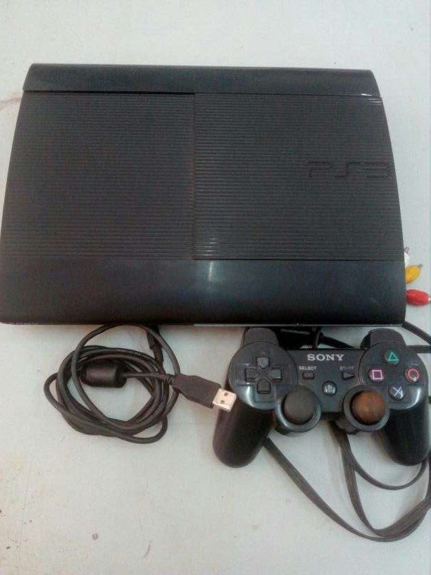 PlayStation 3 con 50 juegos grabados