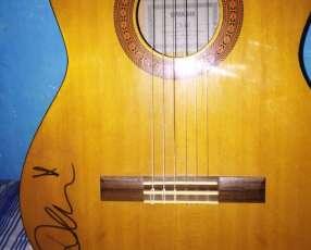 Guitarra yamaha autografiada