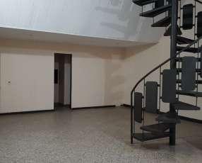 Salón comercial en el Centro