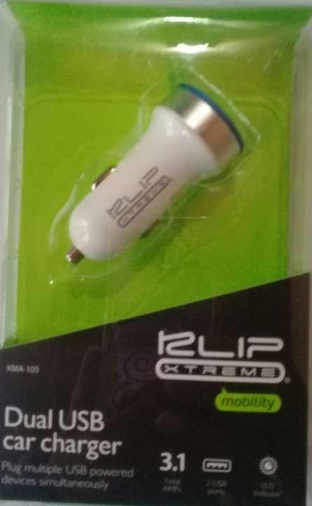 Cargador USB doble para automóvil con luz LED - 0