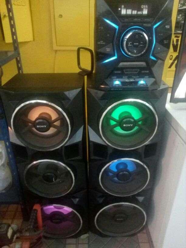 Equipo de sonido Sony 24.200 watts