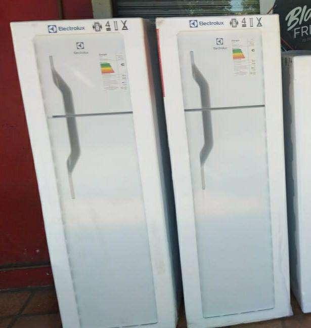 Heladera electrolux de 350 litros 2 puertas - 0