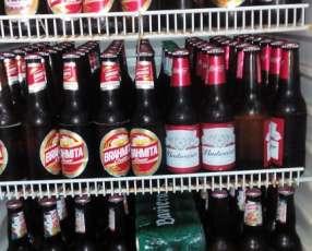 Bebidas refrigeradas con envases y caja