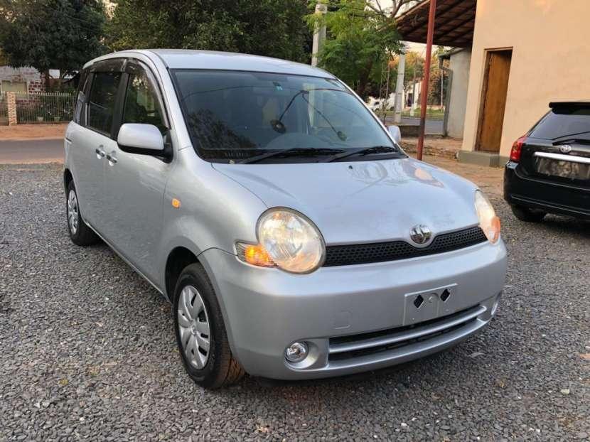 Toyota Sienta 2005 con financiación