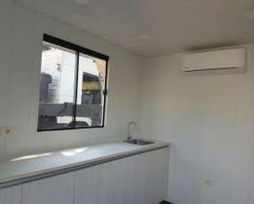 Dormitorio, sanitario y cocina en contenedores de 20 pies